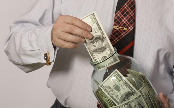 НБУ: зимой гривневые вклады населения вбанках увеличились на2,6%